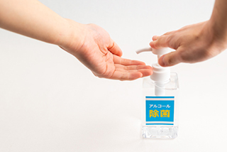 患者さまの来院時の手指アルコール消毒